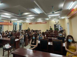 Quán karaoke lén mở cửa đón 22 khách sử dụng ma tuý