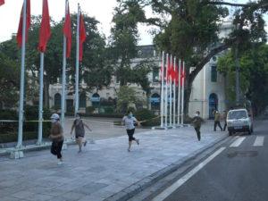 Sau vụ nghìn người đổ ra đường, Hoàn Kiếm xử phạt 4 phụ nữ đi tập thể dụcSau vụ nghìn người đổ ra đường, Hoàn Kiếm xử phạt 4 phụ nữ đi tập thể dục