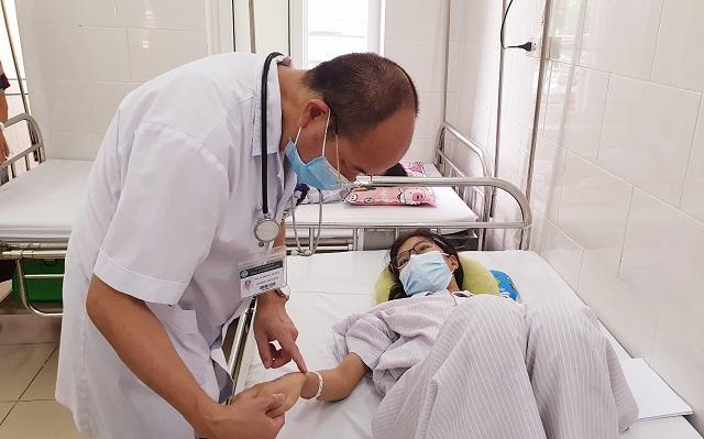 """Nhiều trường hợp sốt xuất huyết nặng nhập viện, nguy cơ """"dịch chồng dịch"""""""