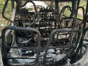 Điều tra vụ việc xe 16 chỗ cháy trơ khung lúc rạng sáng
